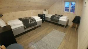 En eller flere senger på et rom på Lysvoldbrygga