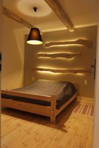Łóżko lub łóżka w pokoju w obiekcie We Mlynie