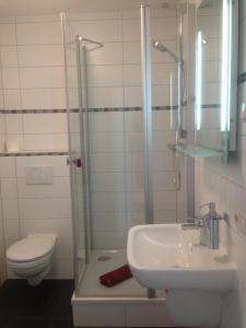 Ein Badezimmer in der Unterkunft Pension Gerber