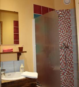A bathroom at El Camino De Najac