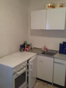 A kitchen or kitchenette at Pension Freund