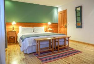 A bed or beds in a room at Destino Sur Hotel & Spa de Montaña