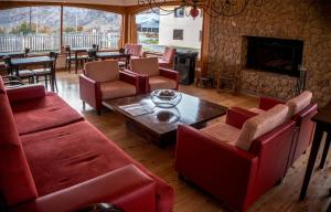 The lounge or bar area at Destino Sur Hotel & Spa de Montaña