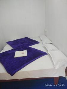 A bed or beds in a room at Sunleo Spice Villas & Homestay