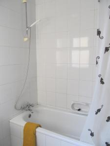 O baie la Shamrock Apartments