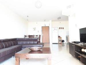 A seating area at Keren's Sea View Apartment