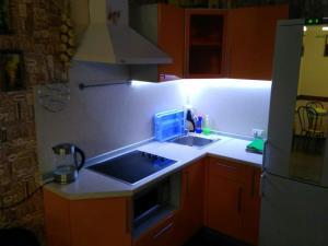 A kitchen or kitchenette at Bungalow on Bannoye Lake
