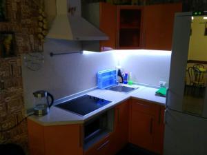 Кухня или мини-кухня в Bungalow on Bannoye Lake
