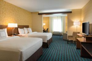 A bed or beds in a room at Fairfield Inn & Suites by Marriott Sacramento Folsom