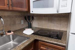 A kitchen or kitchenette at Staybridge Suites Sacramento-Folsom, an IHG hotel
