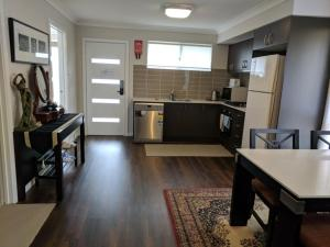 A kitchen or kitchenette at Newly Built - Cosy 2 bedroom Home in Katoomba