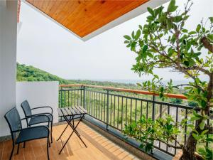 A balcony or terrace at Bay Forest Boutique B&B