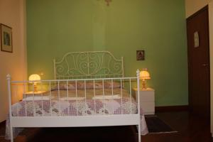 A bed or beds in a room at Mimi e Coco Bed & Breakfast
