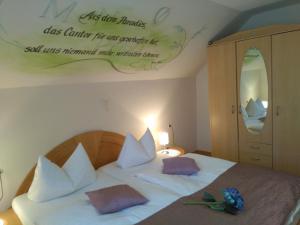 Ein Bett oder Betten in einem Zimmer der Unterkunft Pension Reck