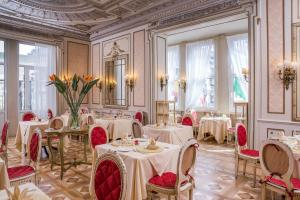 A restaurant or other place to eat at Hotel Bristol Palace