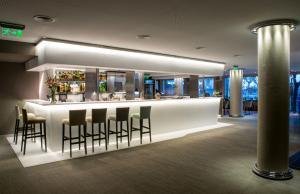 La sala de estar o bar de Windsor Hotel & Tower Argentina