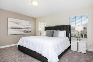 A bed or beds in a room at Four Bedrooms w/ Pool TownHome 4841