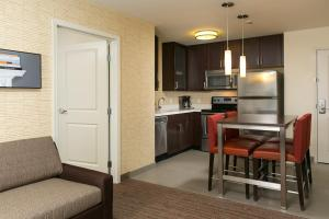 A kitchen or kitchenette at Residence Inn by Marriott Kansas City at The Legends