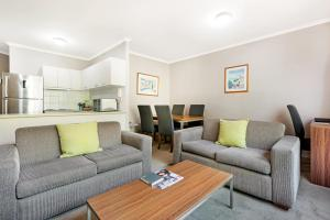 A seating area at Punt Road Apartment Hotel
