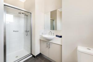 A bathroom at Punt Road Apartment Hotel