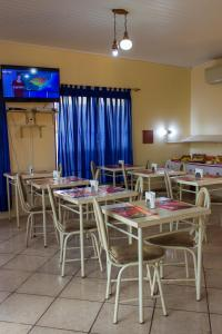 A restaurant or other place to eat at Cavalo Branco Hotel