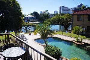 A view of the pool at Jadon Place Holiday Apartments or nearby