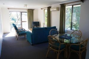 A seating area at Jadon Place Holiday Apartments