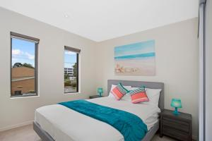 A bed or beds in a room at Astra Apartments Glen Waverley @ViQi