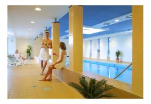 Der Swimmingpool an oder in der Nähe von Akzent Hotel Haus Surendorff