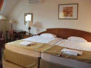 A bed or beds in a room at Hotel Rittinger
