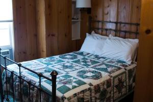Letto o letti in una camera di Fairweather Inn