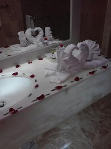 حمام في جولدن ديون هوتل & سويت