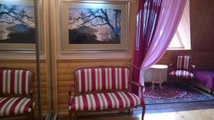 A seating area at Hotel Gostiniy Dvor Knyaz Golitsyn