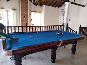 A pool table at Tong Fu Hotel