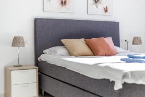 Cama o camas de una habitación en Front Line Penthouse Puerto Banus With Sea Views