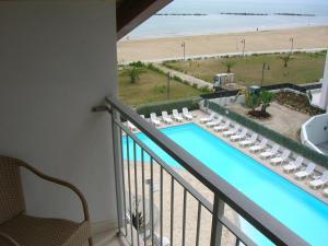 Vista sulla piscina di Casa Del Mar o su una piscina nei dintorni
