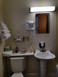 A bathroom at Home Motel Abbotsford