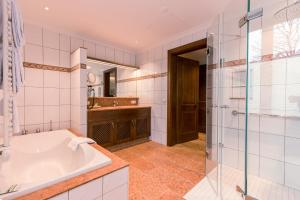 Ein Badezimmer in der Unterkunft Hotel & Gaststätte zum Erdinger Weißbräu