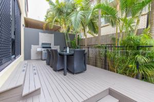 A balcony or terrace at Sunset Villa in Surfers