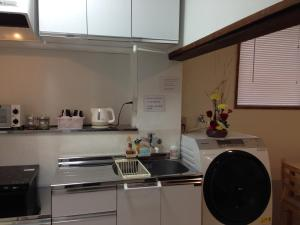 A kitchen or kitchenette at Keys House