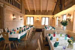 Restaurant ou autre lieu de restauration dans l'établissement Jägerhaus Agriturismo