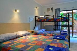 A bunk bed or bunk beds in a room at Goldfields Hotel Motel