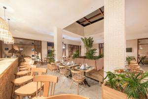 A restaurant or other place to eat at Be Live Experience Marrakech Palmeraie - All Inclusive