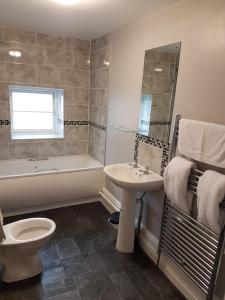 A bathroom at The Five Bells