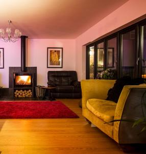 A seating area at Brecham Lodge B&B
