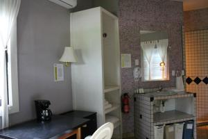 A kitchen or kitchenette at Cheers Cabanas