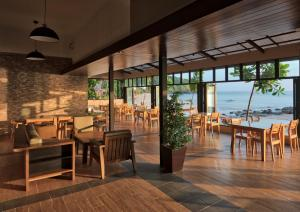 A restaurant or other place to eat at Anda Lanta Resort