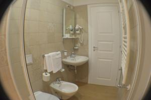 A bathroom at The Wesley Rome