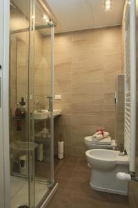 A bathroom at Loca