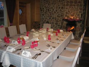 A restaurant or other place to eat at Männi Farm Holiday House